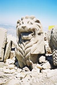Turkey-Nemrut-Dagi-world-heritage-site-statue-of-lion-SEW